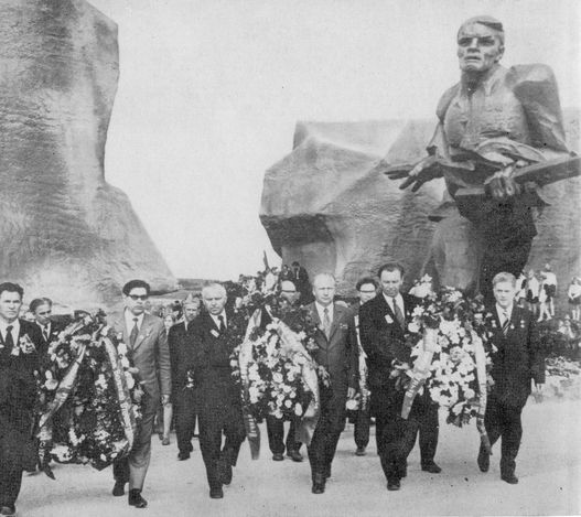 Открытие мемориалa «Прорыв». 28 июля 1974 годa. мемориальный комплекс, посвящённый прорыву шестнадцатью партизанскими отрядами блокады, осуществлявшейся немецкими войсками.