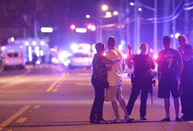 Теракт в Орландо: как политики и СМИ используют трагедию в своих целях