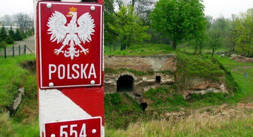 Польша ограничила беспошлинный заезд легковых машин сполными баками