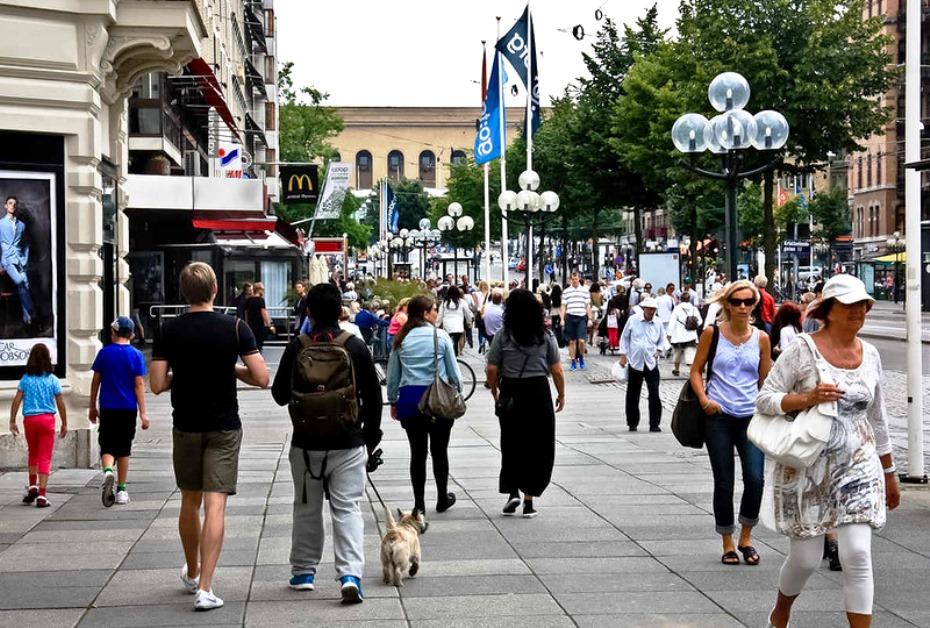 фото с людьми на улице наполняет