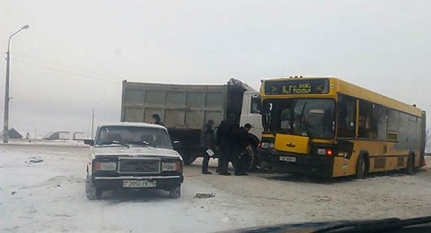 ГАИ: вБорисове фургон столкнулся срейсовым автобусом