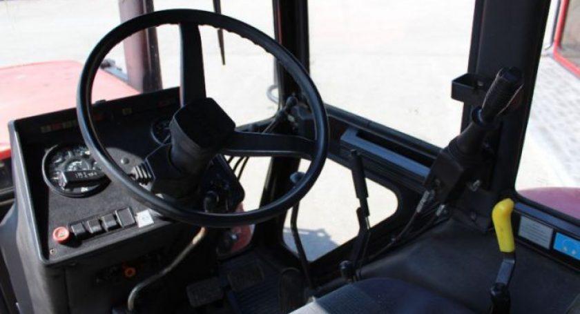Под Довском в трагедии умер пассажир трактора, выпав изкабины