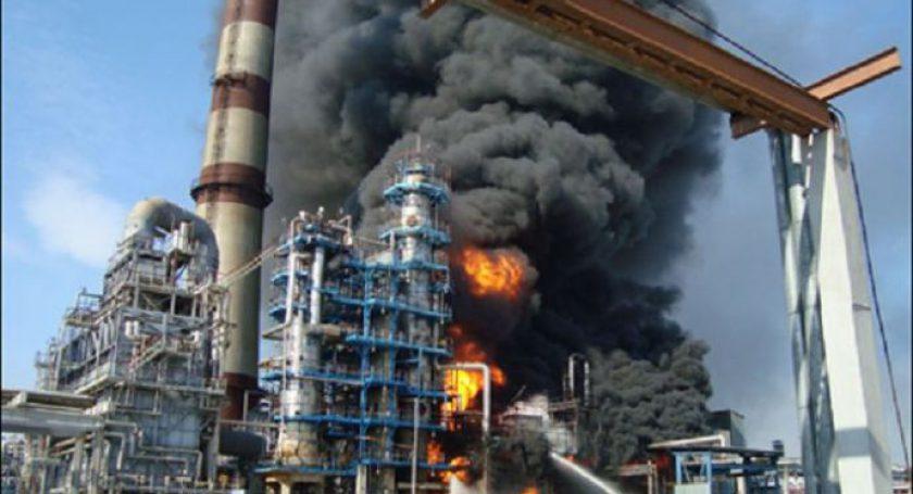 Возгорание наМНПЗ тушило неменее 15 единиц спасательной техники