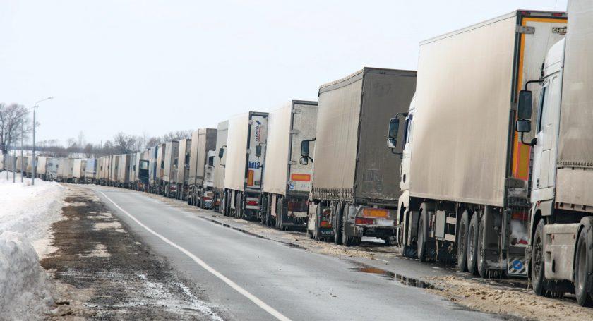 Очереди изфур навыезде из Республики Беларусь сохраняются