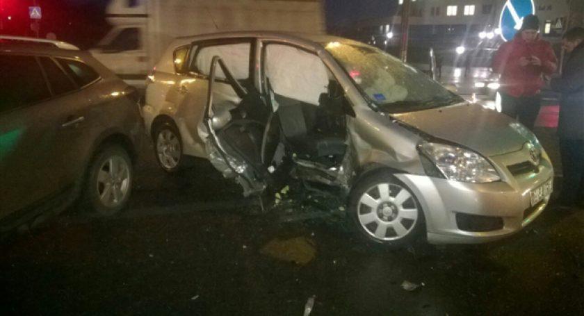 Тойота и Рэно столкнулись вГродно— пострадали трое