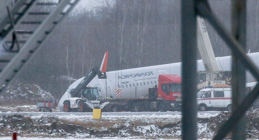 Выкатившийся запределы полосы самолет вКалининграде эвакуировали