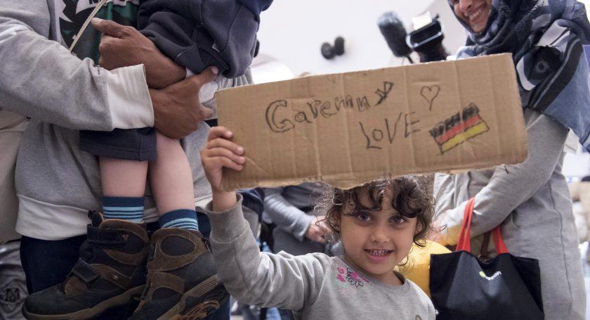 Германия привлекает беженцев больше других странЕС вцелом