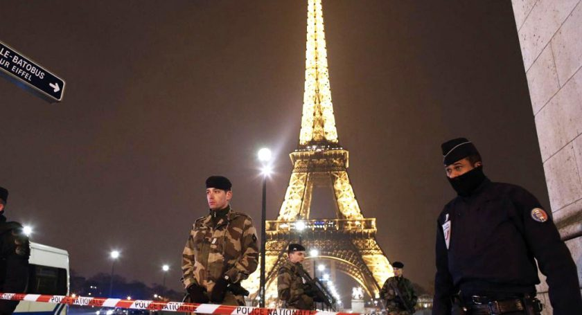 Париж в 2016г. недосчитался 1,5 млн туристов из-за угрозы терактов