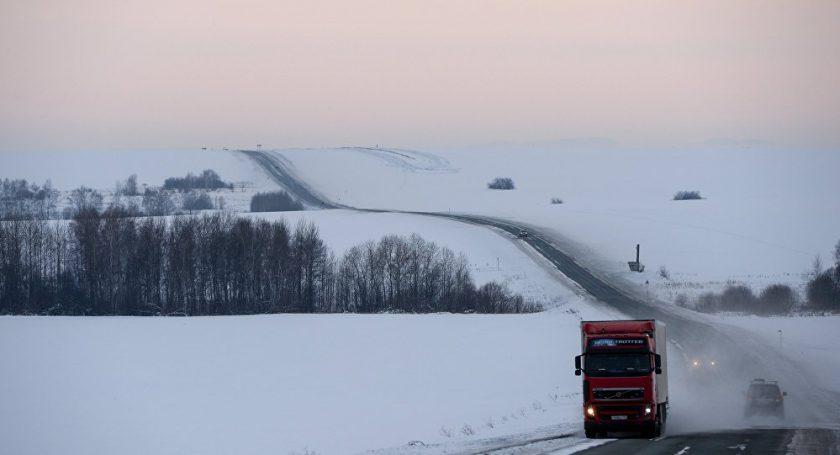 Сельчане Столинского района двое суток «отогревали» фуру из Украинского государства