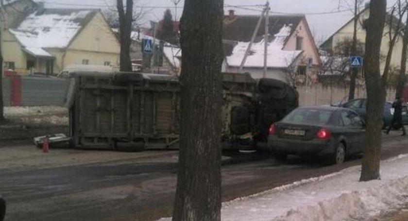 Появились детали жуткого ДТП вМинске, где Тоёта опрокинула маршрутку спассажирами