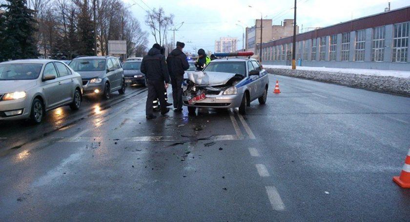 ВГомеле патрульный автомобиль ГАИ въехал в«Фольксваген»