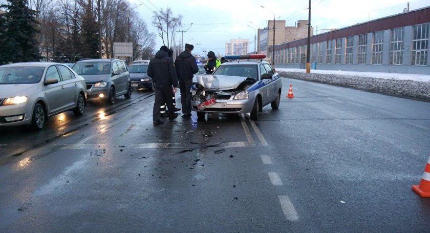 ВГомеле шофёр неуступил дорогу автомобилю ГАИ испровоцировал ДТП