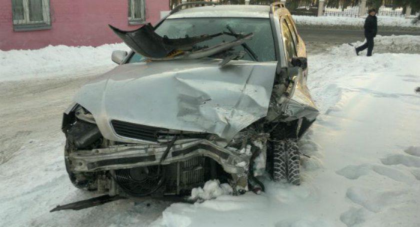 Молодой шофёр спровоцировал несколько столкновений навстречной полосе. Его ребенок вреанимации