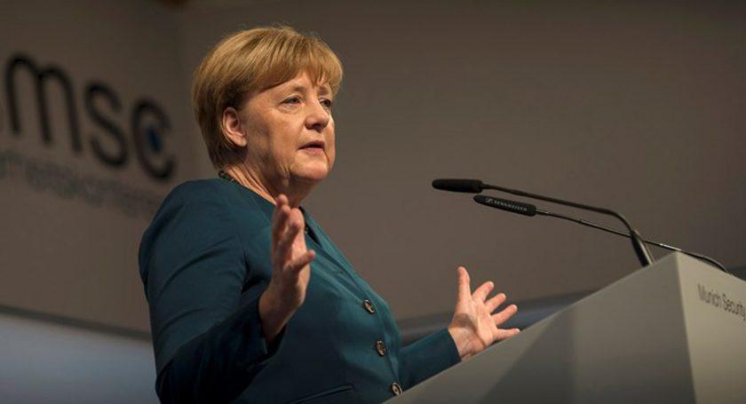 ФРГ должна выполнить обязательство перед НАТО поувеличению расходов наоборону— Меркель