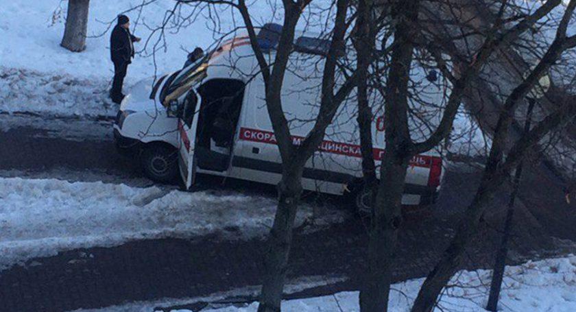 ВПолоцке «скорая» приехала спасать мужчину, аон сломал автомобиль