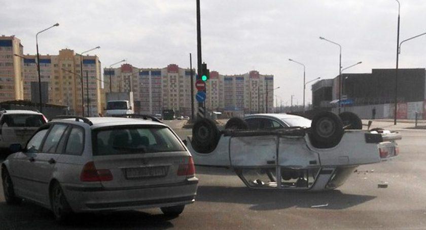 ГАИ: ВБресте ВАЗ после столкновения с Peugeot (Пежо) «лег» накрышу