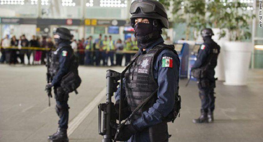 Власти Мексики из-за внедрившихся злоумышленников  разоружили полицию целого города