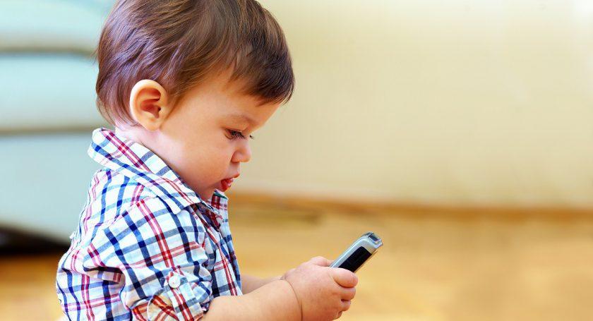 Ребенок на пару часов заблокировал линию скорой помощи 103