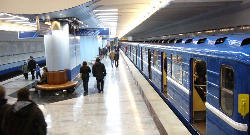 golaya-studentka-v-minskom-metro