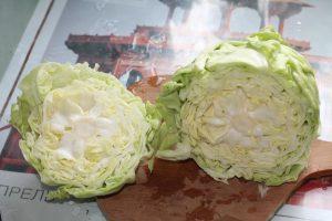 Разрезанный кочан капусты