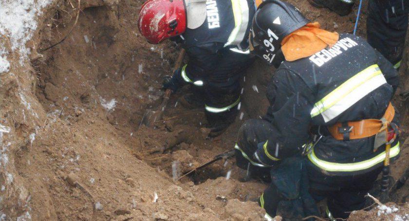Втраншее вГорках засыпало землей двоих мужчин— один умер
