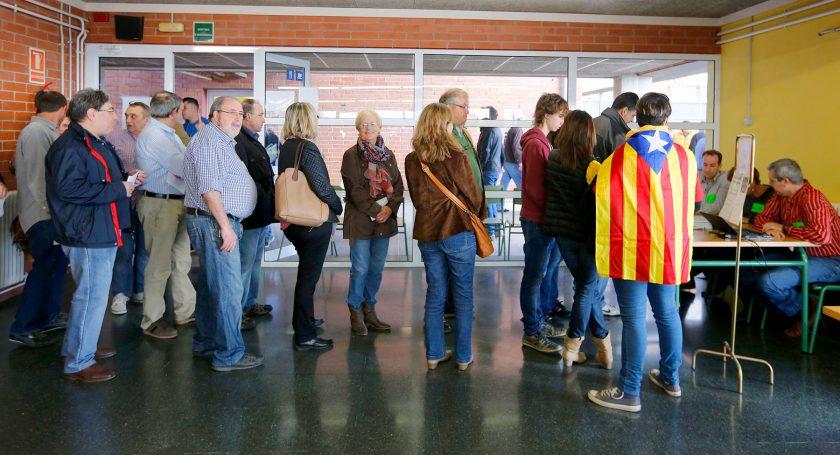 Около 90% жителей Каталонии проголосовали занезависимость отИспании