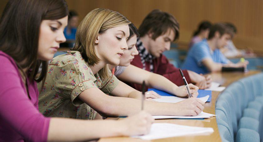 Треть белорусских студентов обучаются наюристов иэкономистов