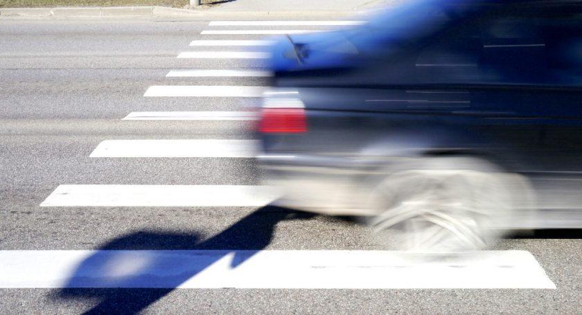 сбил пешехода виноват пешеход засмеялся: Полагаю