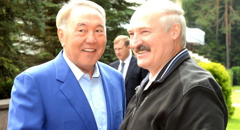 Путин поздравил президента Казахстана сДнем независимости республики