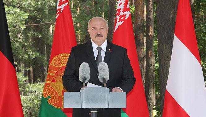 """Лукашенко с президентами Германии и Австрии посещает мемориальный комплекс """"Тростенец"""""""