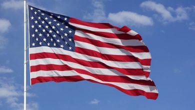 Флаг США развивается на ветру