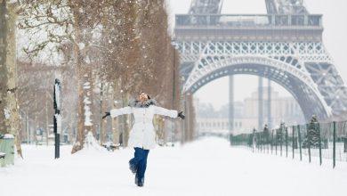 Девушка в зимнем Париже