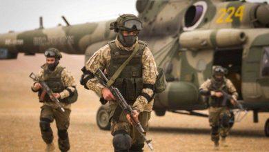 Военные высаживаются с вертолёта