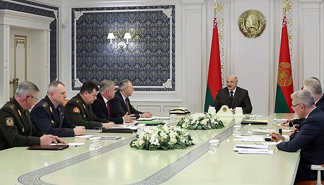 Александр лукашенко на совещании с членами совета безопастности Беларуси