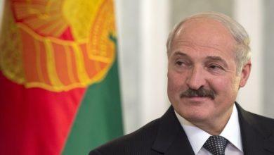 Улыбающийся президент Беларуси Александр Лукашенко