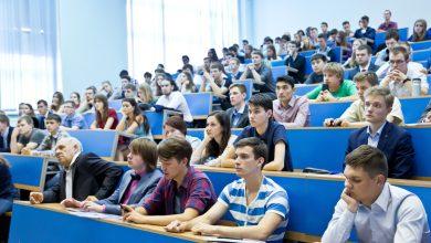Студенты в поточной аудитории
