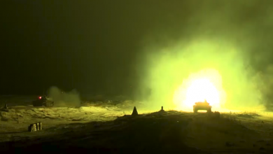 Кадр из видео с ночной стрельбой танков