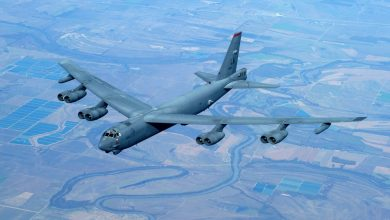 Бомбардировщик США B-52H Stratofortress в небе