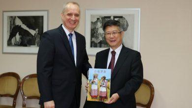 Представитель мида беаруси с официальным представителем КНР