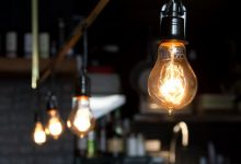 свет, лампочка горит