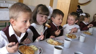 Дети в столовой