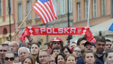 Люди в Польше встречают американских военных