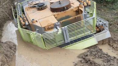 Турецкий танк Leopard-2A4 не смог выбраться из грязи