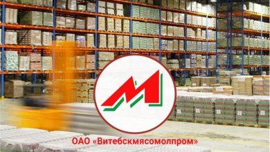 Торговый знак предприятия «Витебскмясомолпром» на фоне продукции