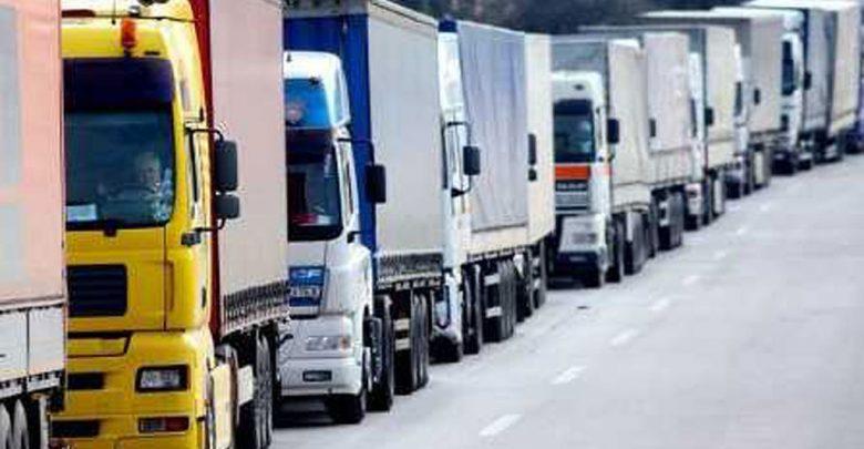 Очередь из грузовых автомобилей на границе