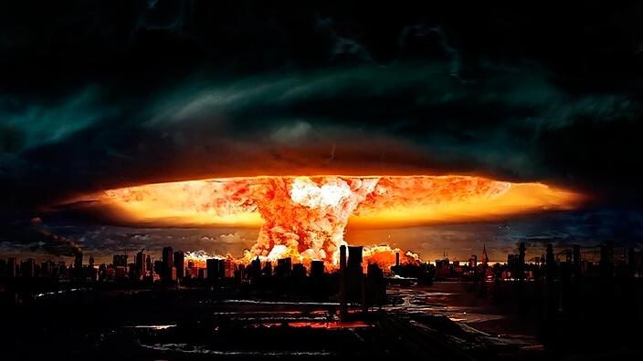 Ядерный гриб над городом