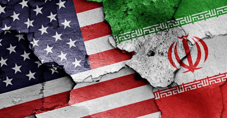 Растресканные флаги США и Ирана