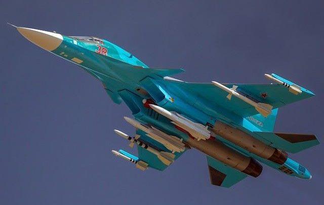 Летящи Су-34 с боекомплектом