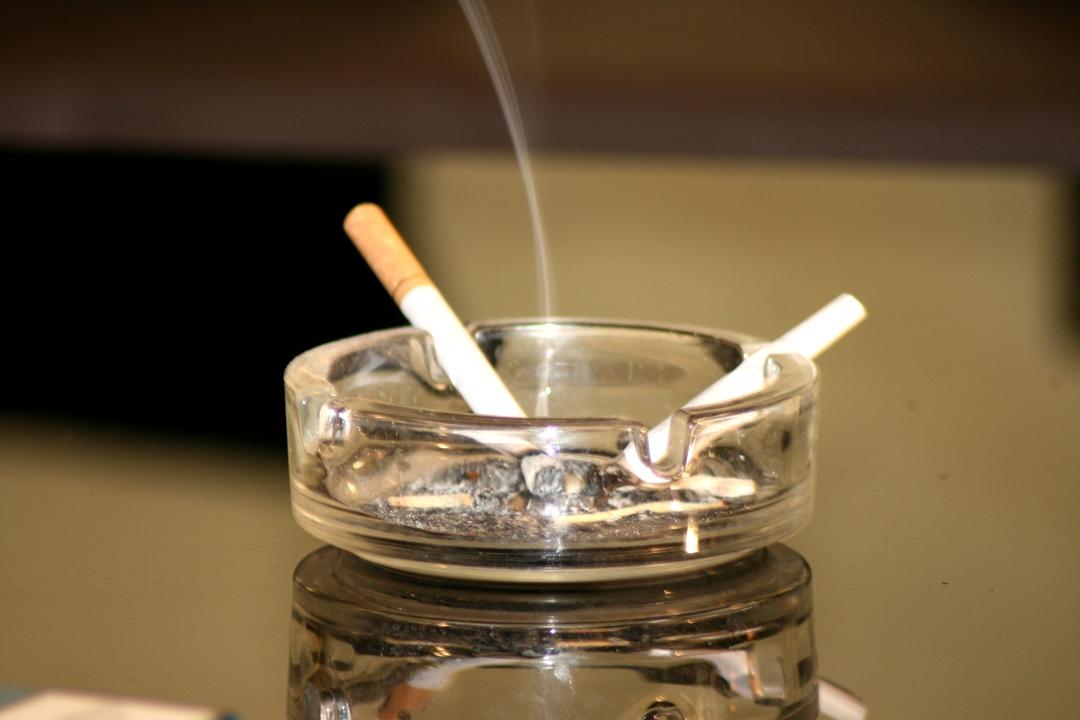 Пепельницы с сигаретой картинки