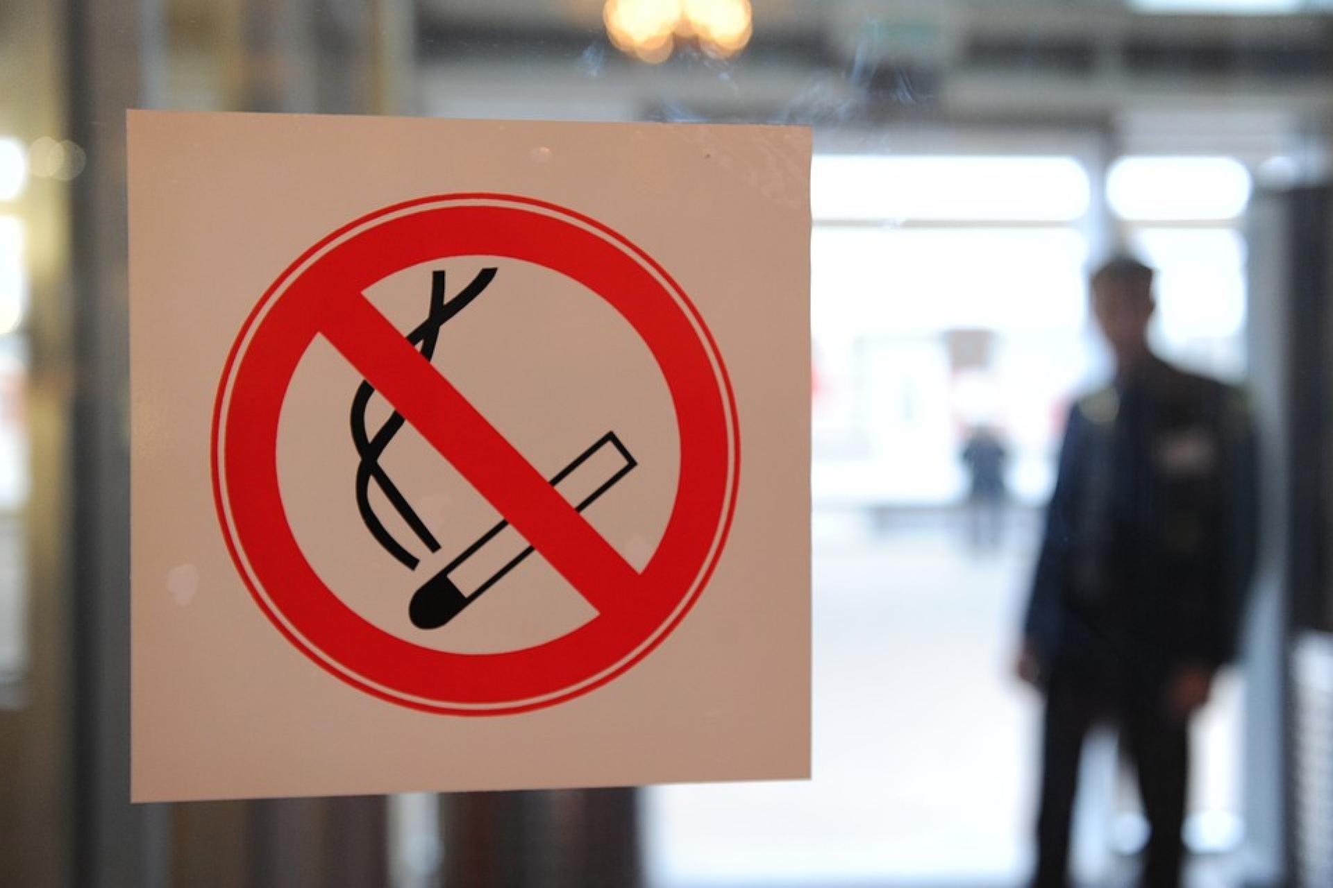 сопровождается картинки против курения в общественных местах питани